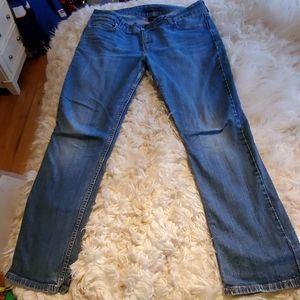 EUC Levi Slender Straight 526 Jeans Size 14